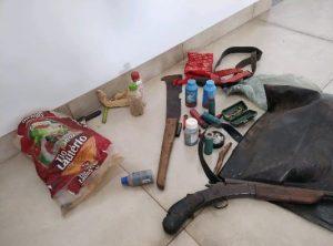 PMA autua 02 caçadores com dois catetos abatidos, arma e munições