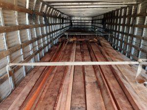 PMA autua motorista por transporte de madeira ilegal apreendida pela PRF